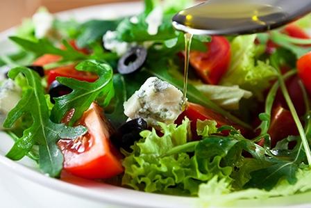 Salade méditerranéenne au gorgonzola et à l'huile d'olive